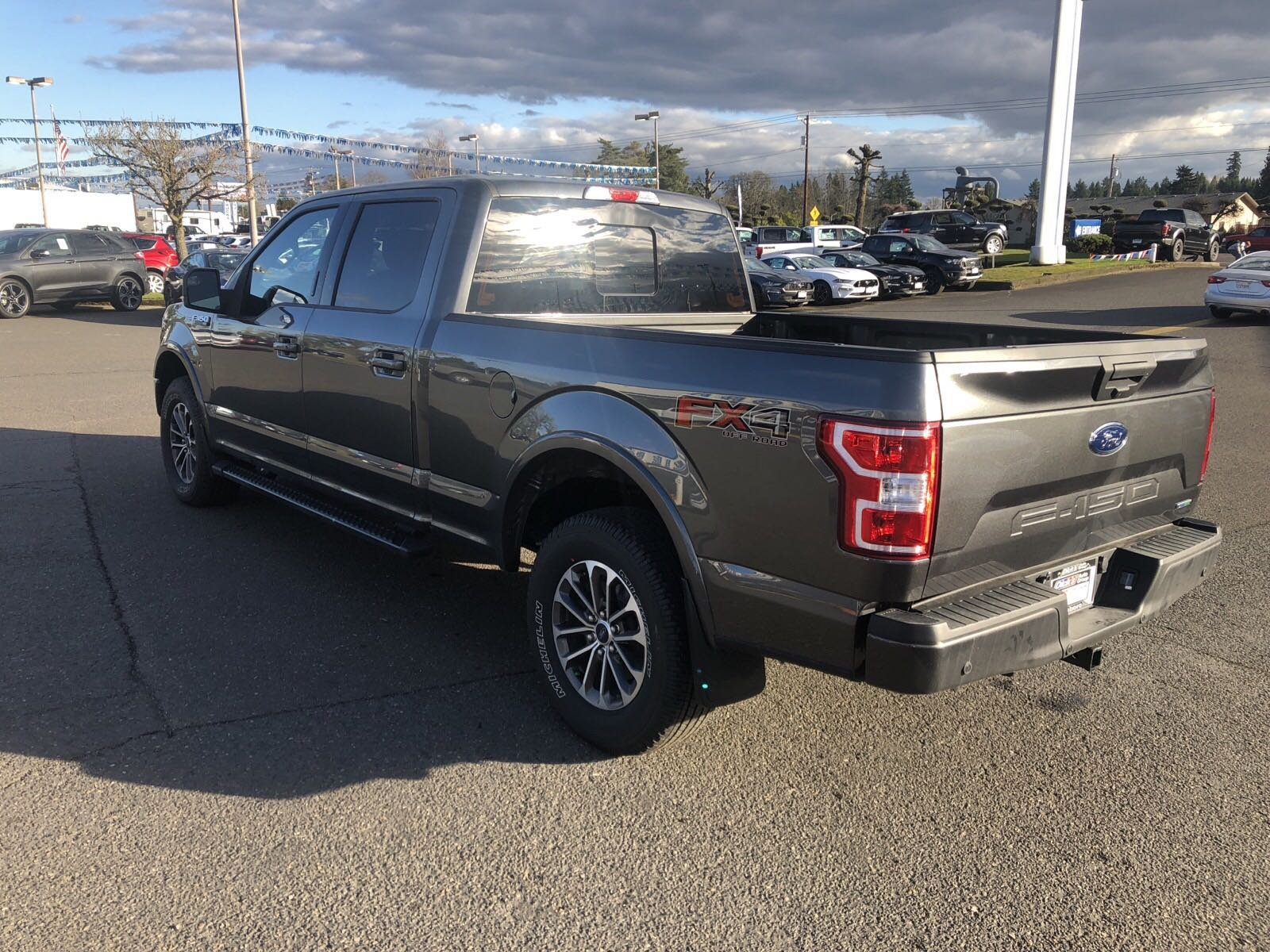 New 2019 Ford F-150 XLT 4WD CREW 157