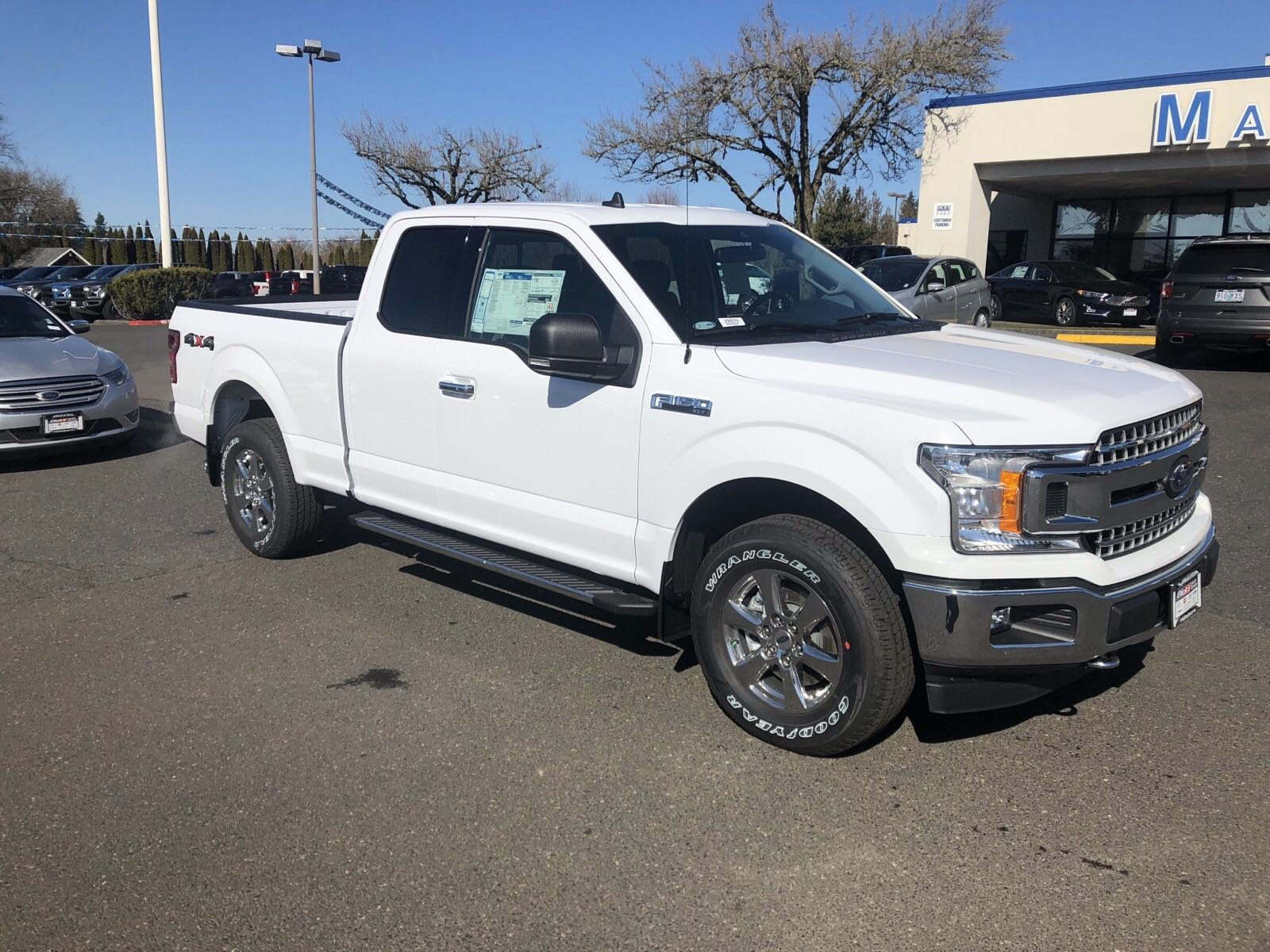 New 2019 Ford F-150 XLT 4WD SUPERCAB 145