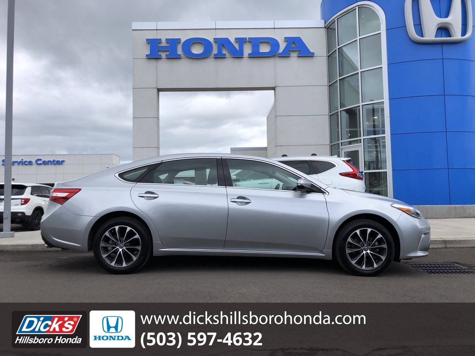 Pre-Owned 2017 Toyota Avalon XLE